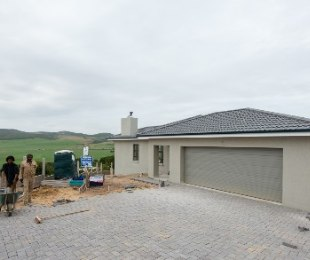 R 2,330,000 - 3 Bed Home For Sale in Reebok
