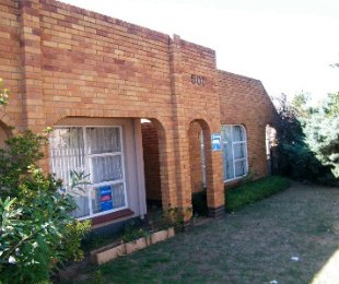R 650,000 - 4 Bed House For Sale in Sandania