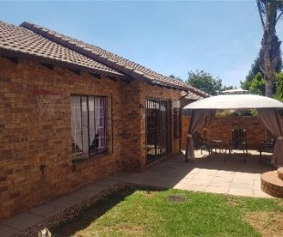 R 999,000 - 3 Bed House For Sale in Strubensvallei