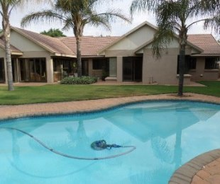 R 2,900,000 - 4 Bed Home For Sale in St Helena