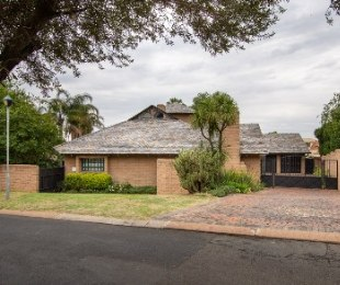 R 5,800,000 - 3 Bed Property For Sale in Dainfern Golf Estate