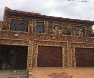 R 3,000,000 - 7 Bed Guest House For Sale in Soweto