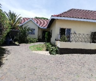 R 1,095,000 - 3 Bed House For Sale in Croydon