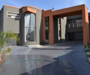 R 3,200,000 - 4 Bed House For Sale in Midrand