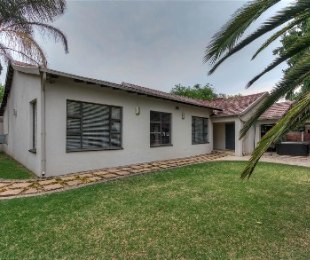 R 2,300,000 - 3 Bed House For Sale in Berario