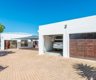 R 3,620,000 - 5 Bed Home For Sale in Hartenbos