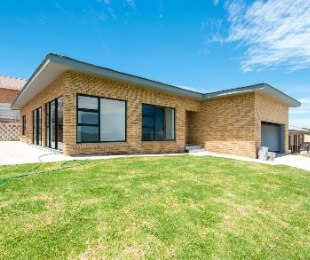 R 2,230,000 - 3 Bed Home For Sale in Reebok