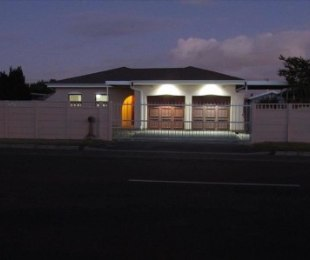 R 2,060,000 - 3 Bed Home For Sale in Goodwood Estate
