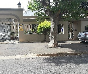 R 1,270,000 - 4 Bed House For Sale in Bezuidenhout Valley