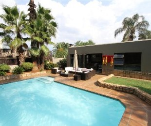R 2,700,000 - 3 Bed House For Sale in Randpark Ridge