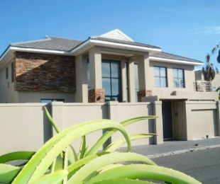 R 7,500,000 - 4 Bed Property For Sale in Sunset Beach