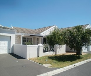 R 2,200,000 - 3 Bed House For Sale in Sunningdale