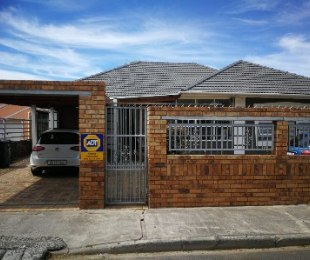 R 1,700,000 - 4 Bed Home For Sale in Parow Central