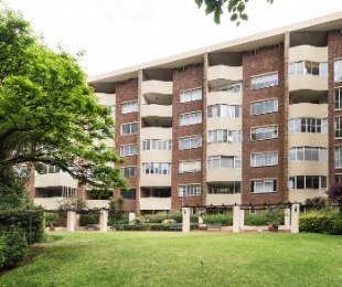 R 2,400,000 - 3 Bed Flat For Sale in Killarney