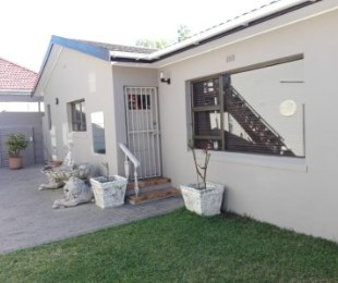 R 2,880,000 - 2 Bed House For Sale in Plumstead