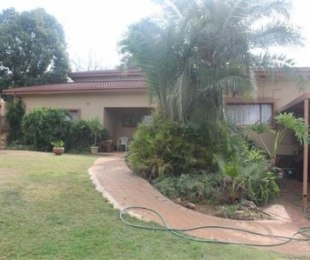 R 1,595,000 - 5 Bed House For Sale in Erasmia