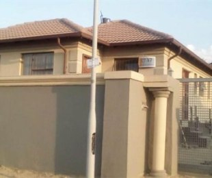 R 860,000 - 3 Bed Property For Sale in Olievenhoutbos
