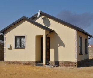 R 495,000 - 2 Bed House For Sale in Mohlakeng