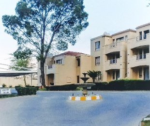 R 830,000 - 2 Bed Flat For Sale in Sandton