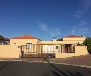 R 2,650,000 - 3 Bed House For Sale in Parklands