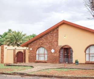 R 849,000 - 5 Bed House For Sale in Viljoenskroon