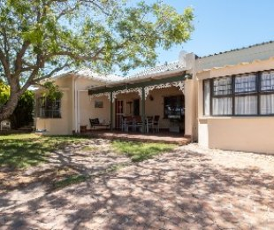 R 2,250,000 - 3 Bed Property For Sale in Strand North