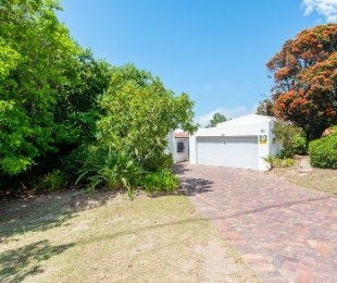 R 3,000,000 - 3 Bed Home For Sale in Lower Robberg