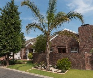 R 2,300,000 - 3 Bed House For Sale in Sonstraal Heights
