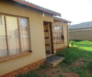 R 550,000 - 2 Bed House For Sale in Mahube Valley