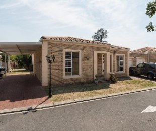 R 1,470,000 - 2 Bed Property For Sale in Vredekloof Heights