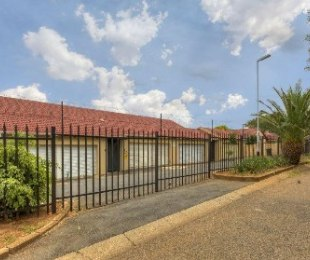 R 2,750,000 - 3 Bed Property For Sale in Windsor West