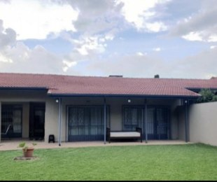 R 22,000 - 2 Bed House To Rent in Victory Park