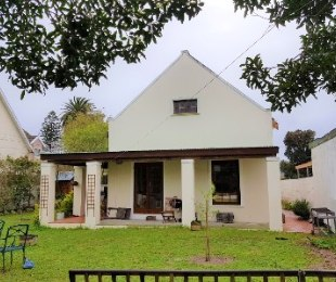 R 2,650,000 - 4 Bed House For Sale in Plumstead