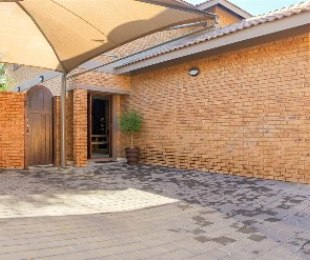 R 2,250,000 - 3 Bed Property For Sale in Raceview