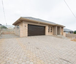 R 2,385,000 - 3 Bed House For Sale in Dana Bay