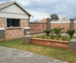 R 6,000 - 2 Bed Property To Rent in Kookrus