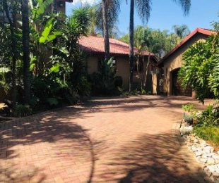 R 2,570,000 - 4 Bed House For Sale in Faerie Glen