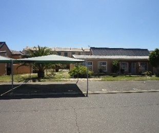 R 995,000 - 2 Bed Apartment For Sale in Table View