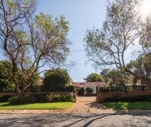 R 1,785,000 - 4 Bed House For Sale in Roodekrans