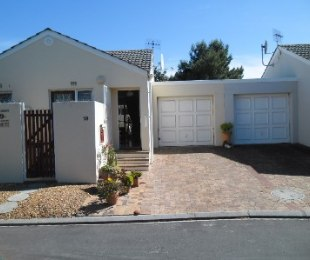 R 1,600,000 - 2 Bed Home For Sale in Table View