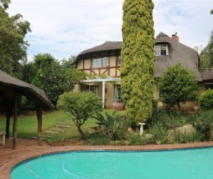 R 2,800,000 - 5 Bed House For Sale in Boskruin