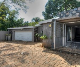 R 2,600,000 - 4 Bed House For Sale in Robindale