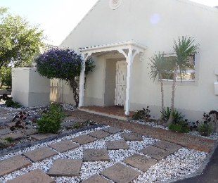 R 2,195,000 - 3 Bed House For Sale in Sunningdale