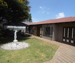 R 10,000 - 3 Bed Home To Let in Wilro Park