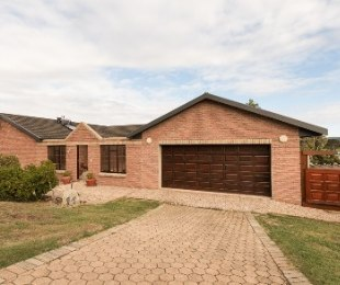 R 2,170,000 - 3 Bed House For Sale in Fraaiuitsig