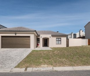 R 3,195,000 - 4 Bed House For Sale in Durbanville