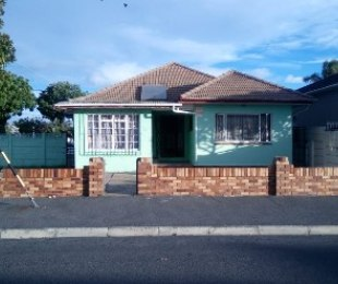 R 1,800,000 - 4 Bed House For Sale in Parowvallei