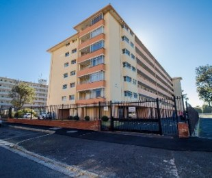 R 1,650,000 - 2 Bed Flat For Sale in Plumstead