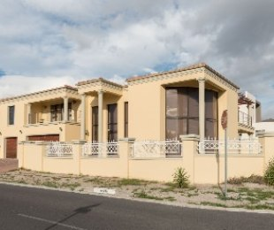 R 3,800,000 - 5 Bed House For Sale in Kuils River