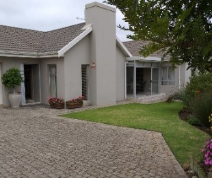 R 2,500,000 - 3 Bed House For Sale in Hartenbos